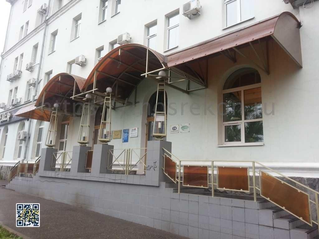Замена поликорбаната над главным входом на Мневниках дом 3 кор2