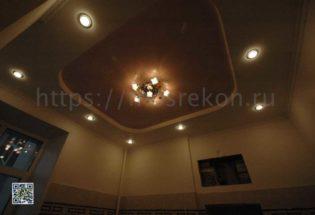 Потолок с точечными светильниками фото