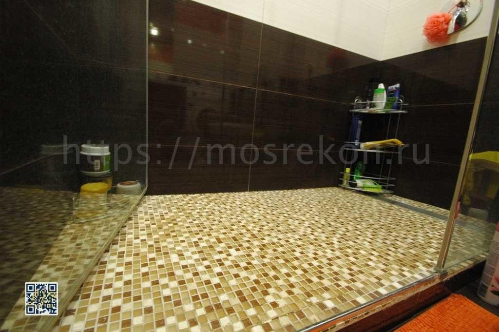 Укладка мозайки на пол в санузле
