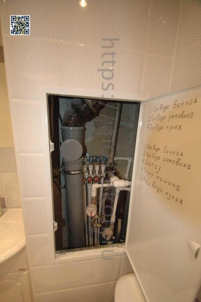 Установка металлического сантех люка в ванной комнате