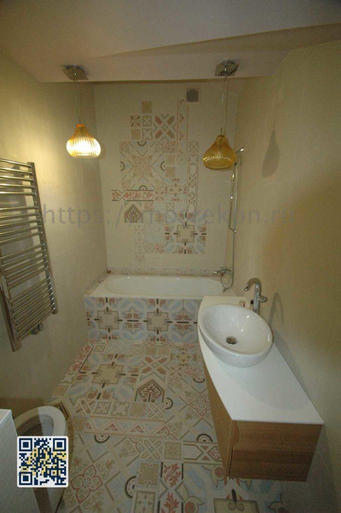 Укладка дизайнерской плитки в ванной комнате