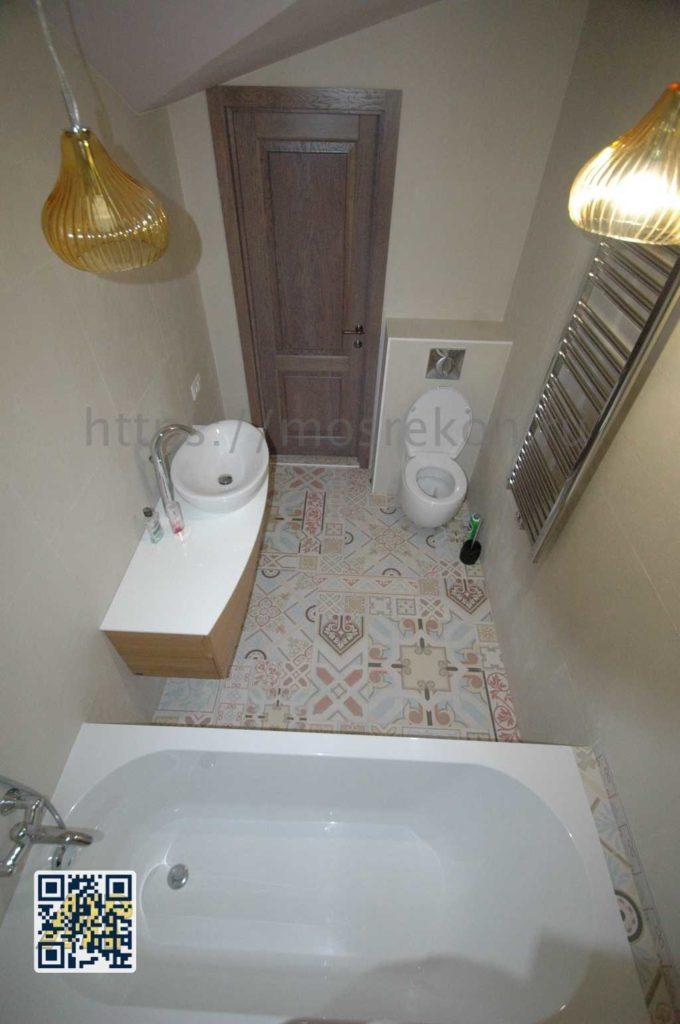 Белая ванная с раковиной и подстольем фото