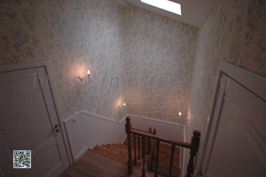 Лестница из светлого дуба с балясинами фото
