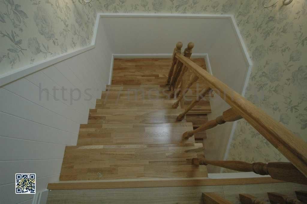 Необычная лестница в частном трех этажном доме