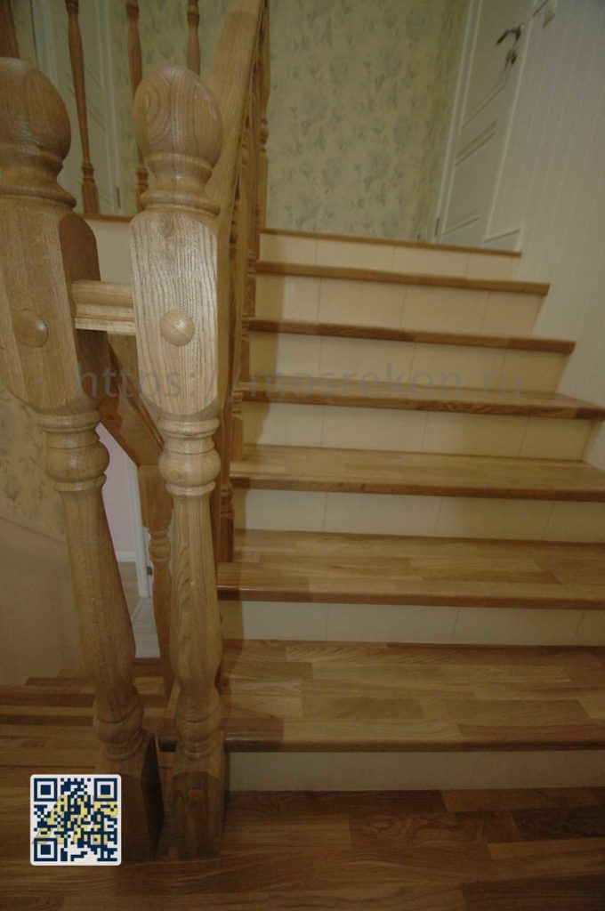 Креативная лестница в таунхаус фото