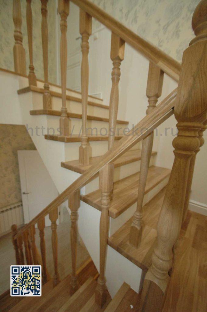 Лестница из дуба на второй этаж в частном доме