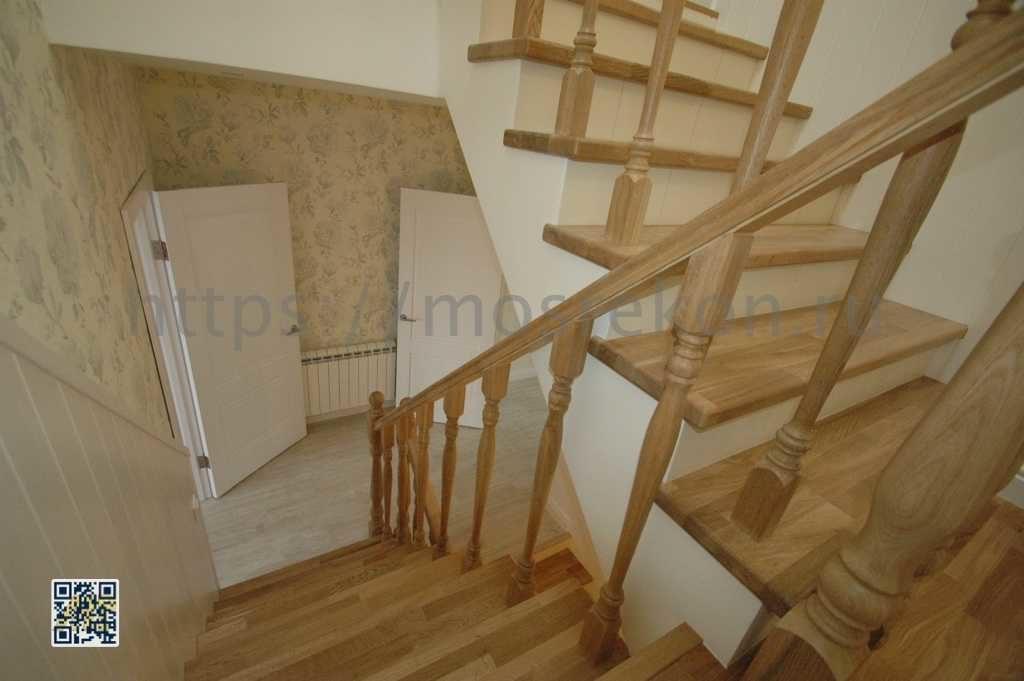 Дизайнерская лестница в таунхаусе фото