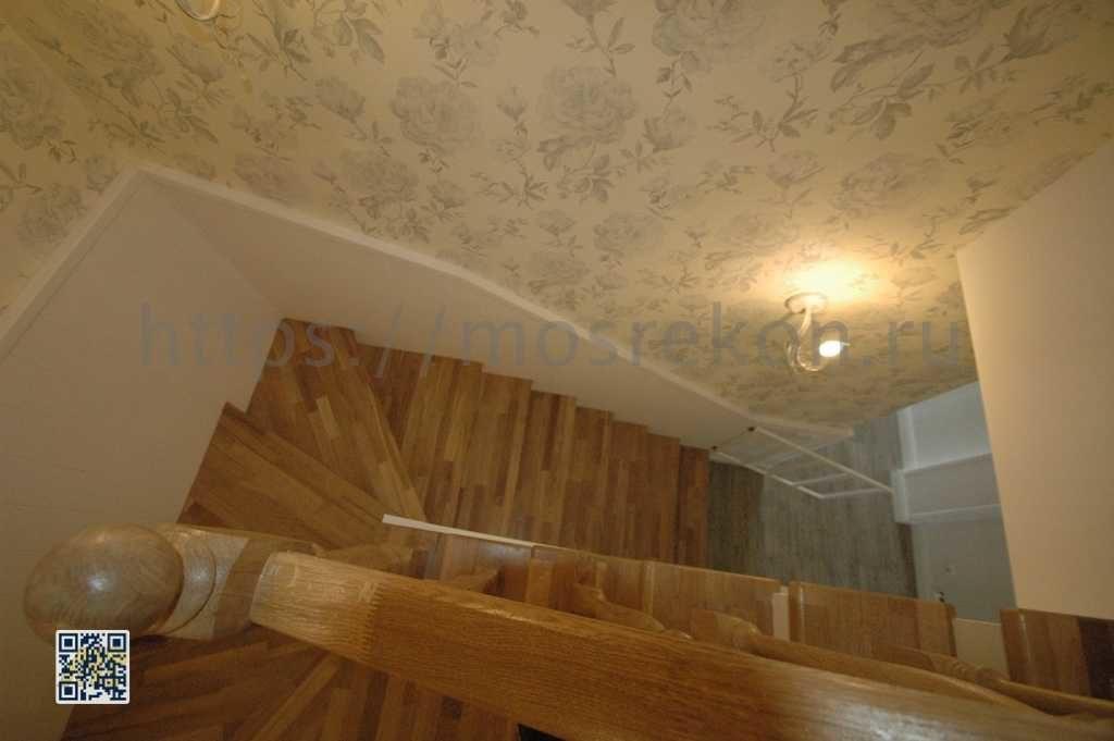 Поворотная лестница в таунхаусе Суханово парк