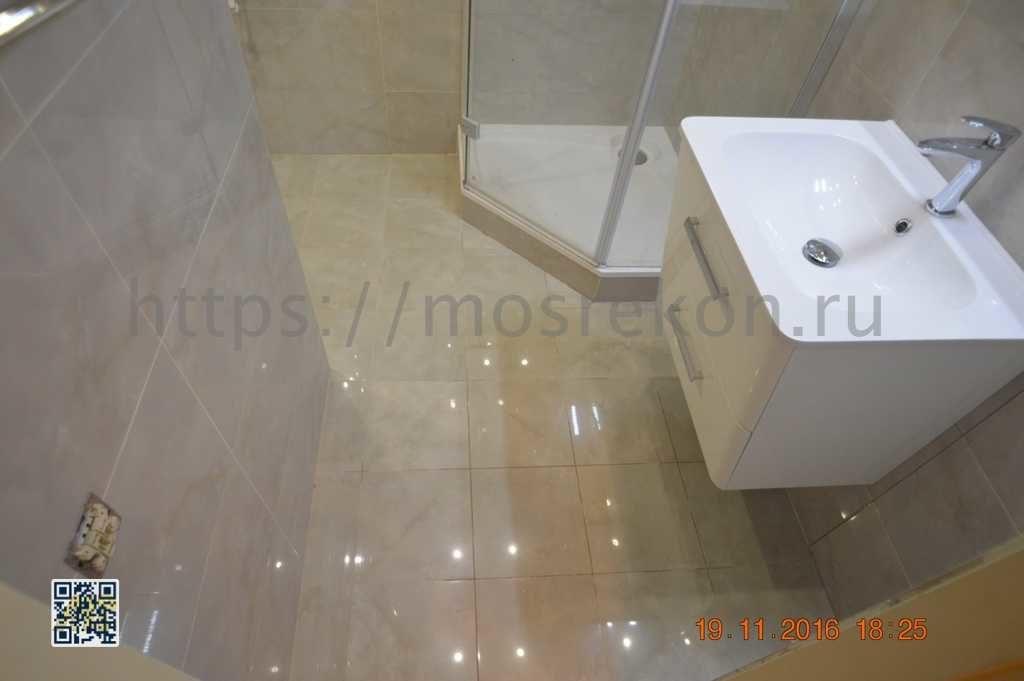 Укладка дорогово керамогранита на пол в ванной