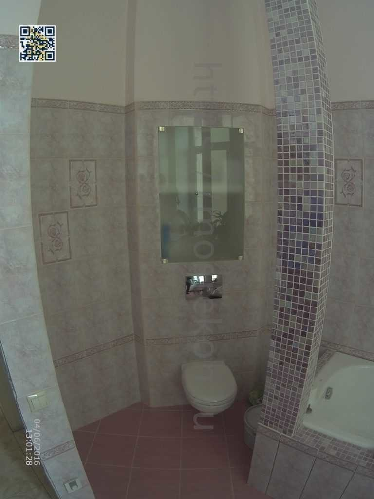 Отделка стен плиткой и мазайкой в ванной комнате