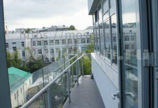 Замена плитки и окраска стен на балконе