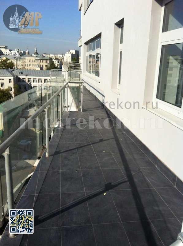 Замена плитки на балконе на ул Пакровка