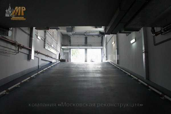 Покраска стен и потолка с укрывкой коммуникации