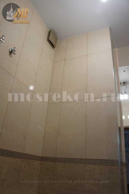 Керамогранит на стенах в туалете в Юбилейном