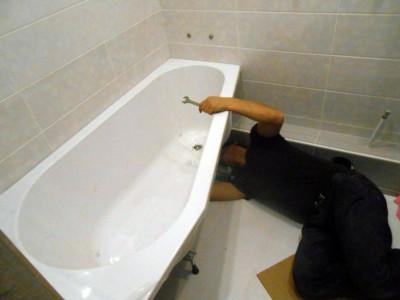 установка асимметричной ванны