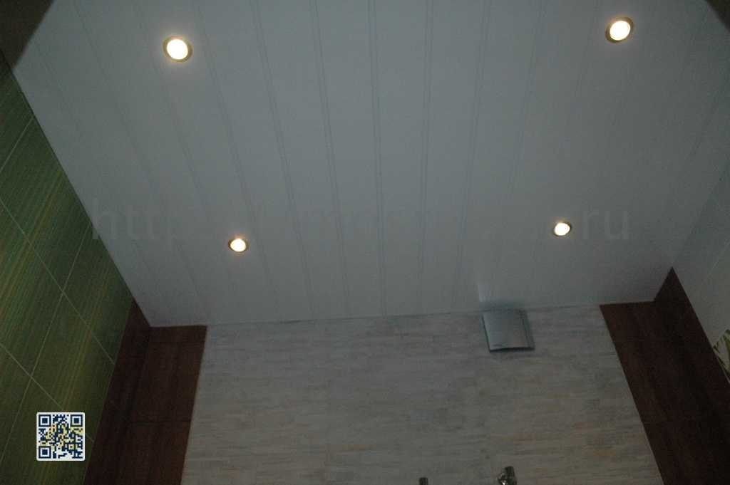 Фото реечного потолка в санузле