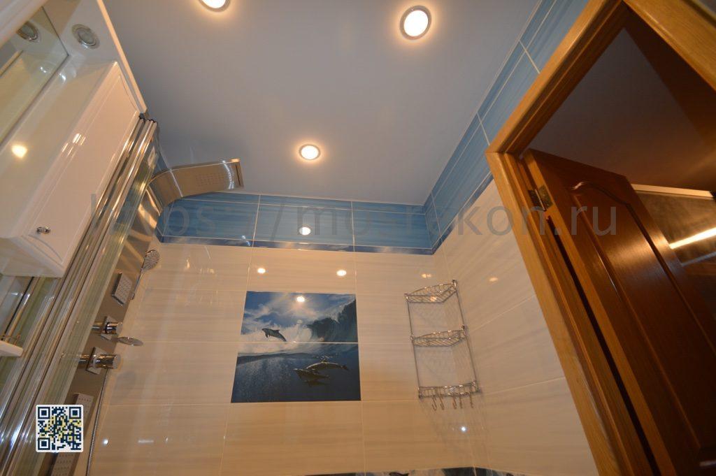 Фото натяжного потолка в санузле