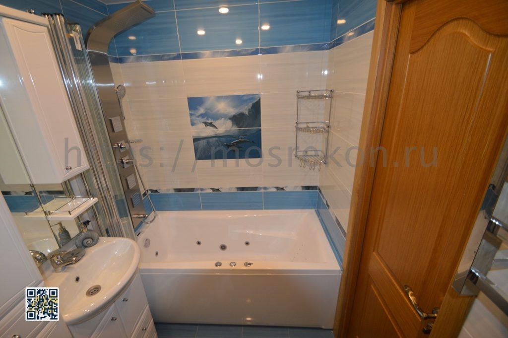 Белая ванная с раковиной в районе Отрадное