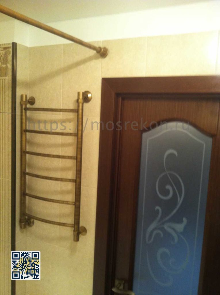 Установка двери в санузле на Отрадном