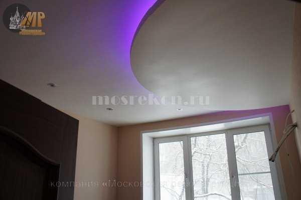 Двух уровневый потолок в спальне
