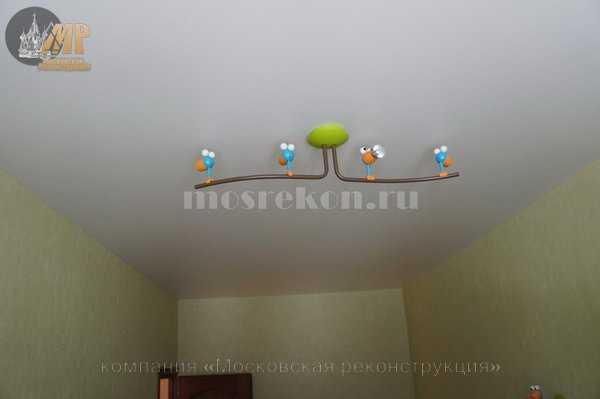 Матовый натяжной потолок в детской комнате в хрущевке