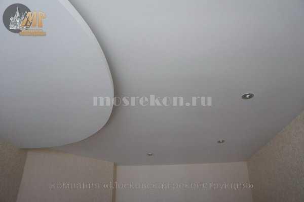 Двух уровневый потолок в спальне в хрущевке
