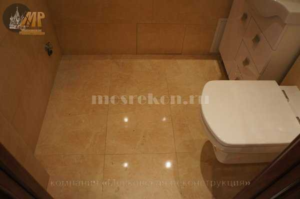 Укладка керамогранита на пол в ванной комнате