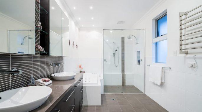 Зеркальный потолок в ванной комнате минусы и плюсы